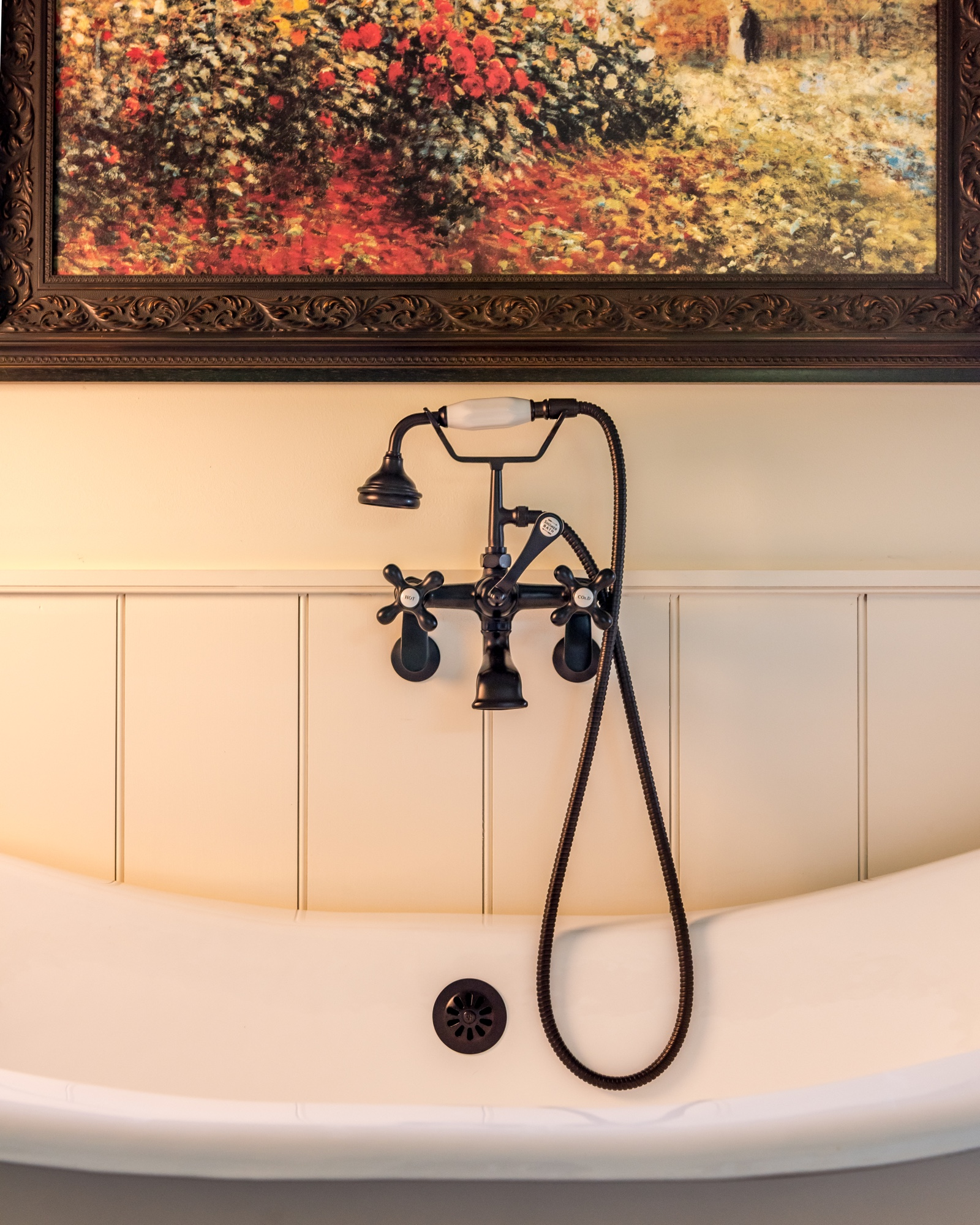 Pennsylvania Farmhouse Chadds Ford bathtub wainscotting