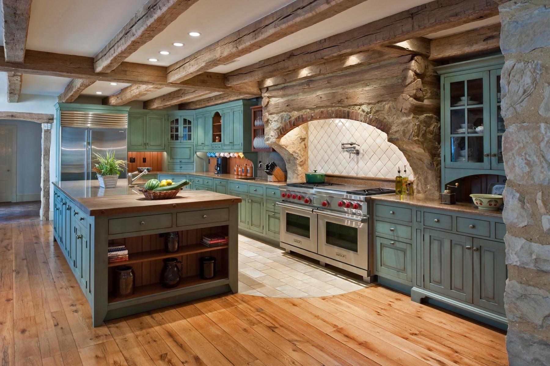 English-style farmhouse kitchen